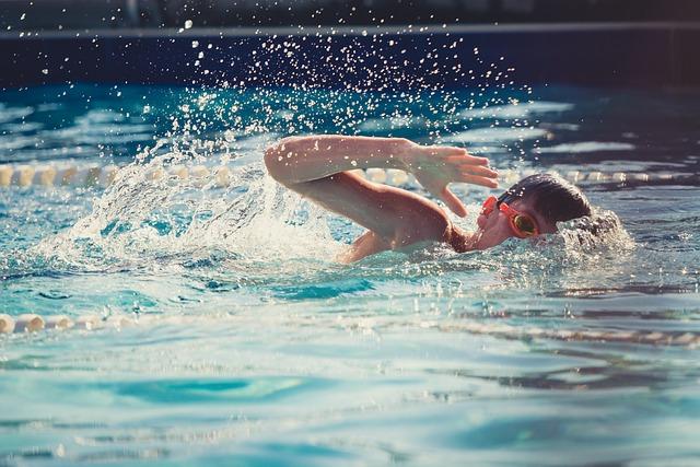 ללמד את הילדים לשחות