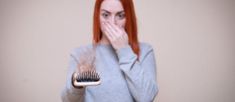 נשירת שיער אחרי לידה: למה זה קורה?