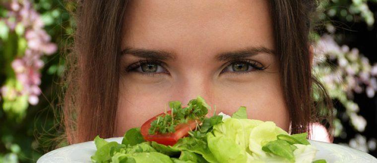 דיאטת ניקוי רעלים: האם זה מומלץ לנשים אחרי לידה?