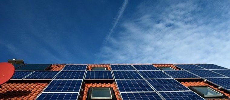 פאנלים סולאריים על הגג הפרטי: השמש יכולה להכניס לכם כסף